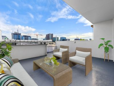 Two Level 3 Bedroom apartment with Private Roof Terrace