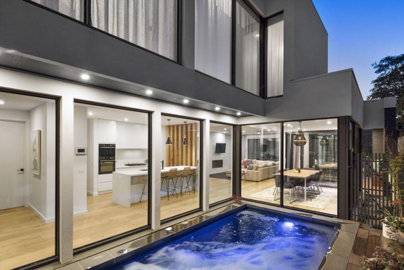 Luxurious Contemporary Showpiece Residence