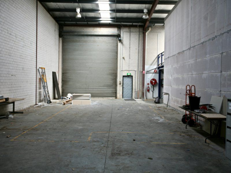 High Quality Office With High Clearance Warehouse