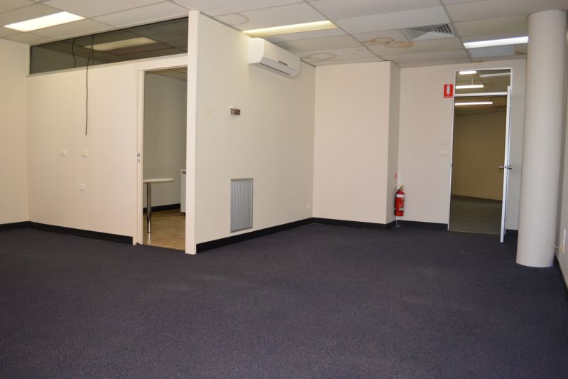 SMALL 1ST FLOOR OFFICE WITH LIFT ACCESS