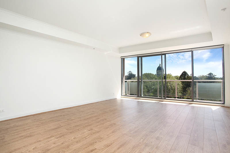 Lovely Spacious Apartment with Garden Views