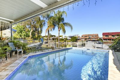 Fabulous Waterfront Entertainer. 18.3m Waterfrontage.