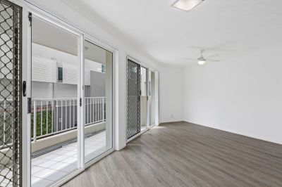 Freshly renovated with Gold Coast's Broadwater Playground at your Front Door