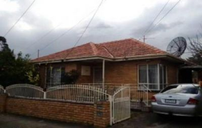 Spacious 3 bedroom home in the heart of the Yarraville Village.