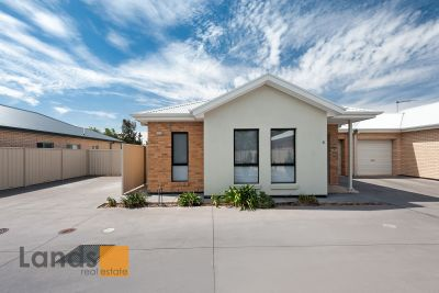 Superbly Appointed Low Maintenance Courtyard Home