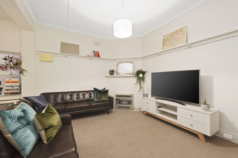 Perfectly Located Two Bedroom Apartment (6 MONTH LEASE)