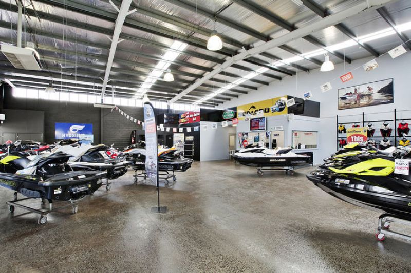 SHOWROOM WITH EXPOSURE YOUR BUSINESS DESERVES