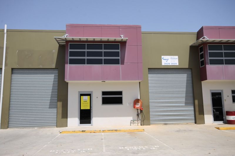 WAREHOUSE WITH GREAT EXPOSURE & ACCESS