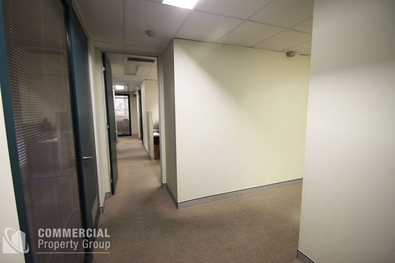 QUALITY OFFICE 1 MINUTE FROM TRAIN STATION
