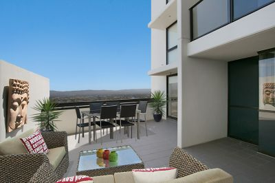 Grand Unit with Exclusive Terrace!