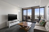 Two Bedroom Apartment with Amazing City and Bay Views