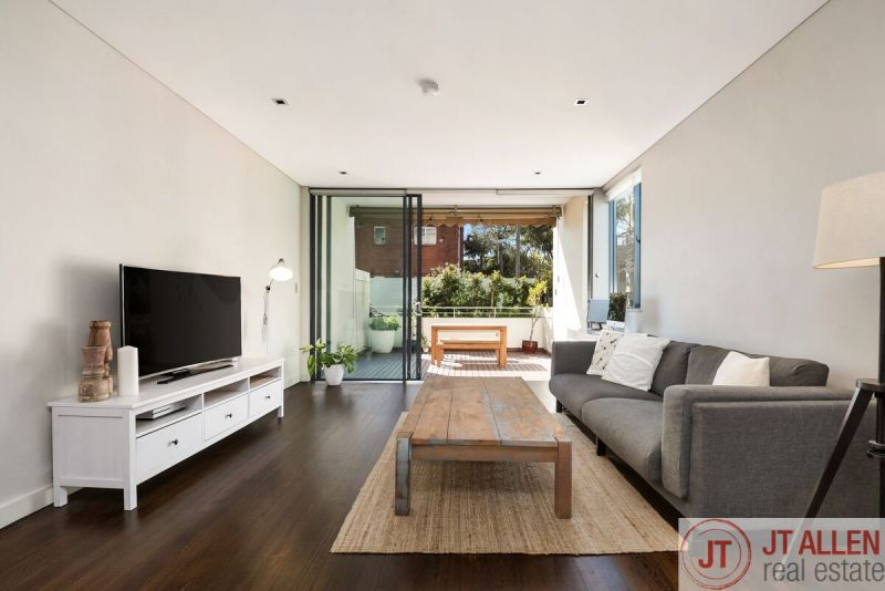 Modern Dual Level Apartment In The Heart of Paddington