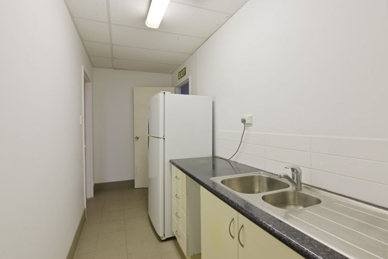 Cheap & Well Presented Showroom with Great Exposure $111.55 sqm