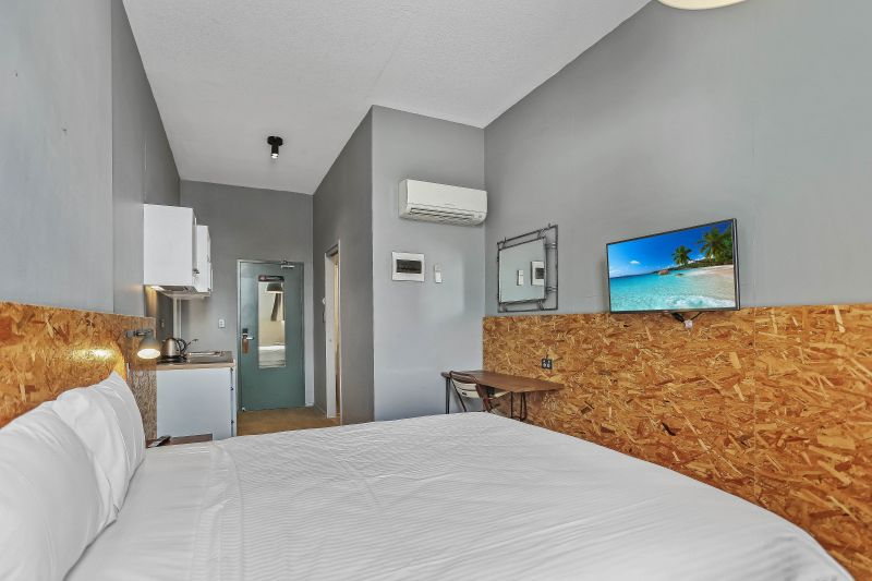 Walk-To-Everywhere Lifestyle In Hotel Style Accommodation