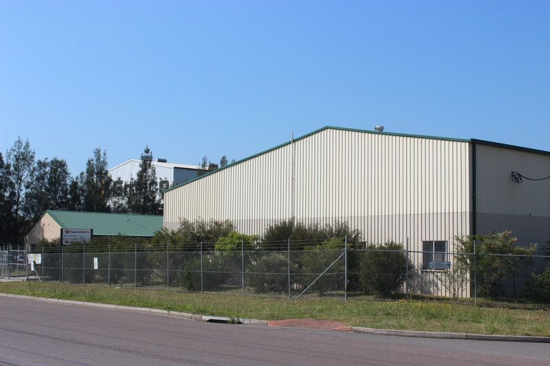 CORNER BLOCK, DUAL ACCESS - WORK SHOPS AND OFFICES READY FOR BUSINESS !!