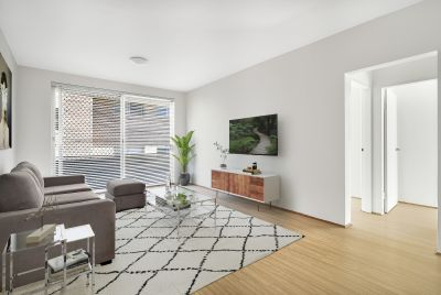 Elegant Two Bedroom Apartment with Lock-Up Garage