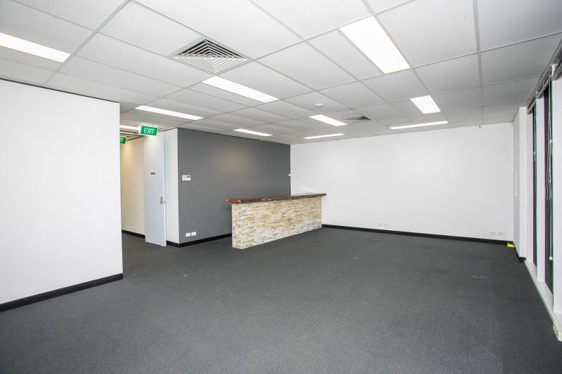FLEXIBLE USE TENANCY - AVAILABLE FOR FOOD SERVICE, RETAIL, MEDICAL OR OFFICE