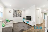 IMMACULATE AND STYLISH RENOVATED TOWNHOUSE IN IDEAL LOCATION