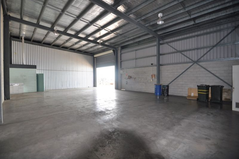 Centrally Located Warehouse Unit