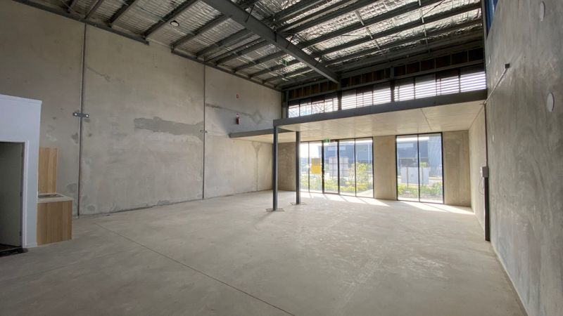 HIGH EXPOSURE OFFICE/INDUSTRIAL UNITS