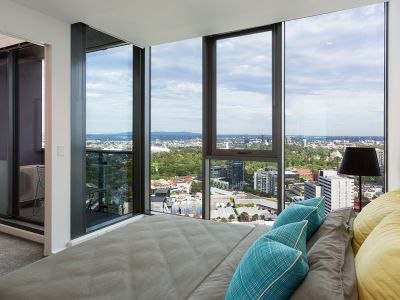 Southbank Grand: 37th Floor - Brilliantly Positioned NEAR NEW 1 Bedroom with Captivating Views!