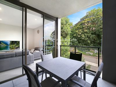 Oversized 1-Bedroom Apartment with Study Nook in Harold Park
