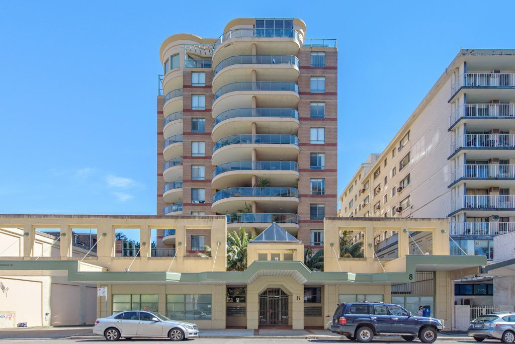MODRN ONE BEDDER RIGHT IN THE HEART OF BONDI JUNCTION