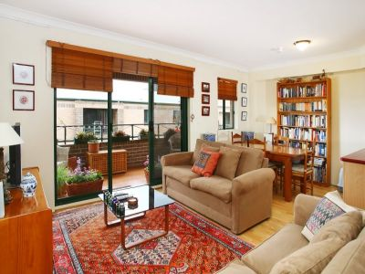 Spacious Split-Level 92sqm Apartment Moments To The City, Universities & Eateries