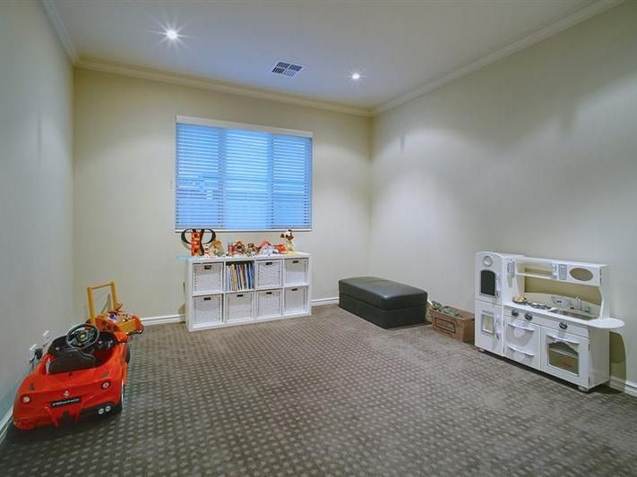 6 Howell Court Guildford 6055