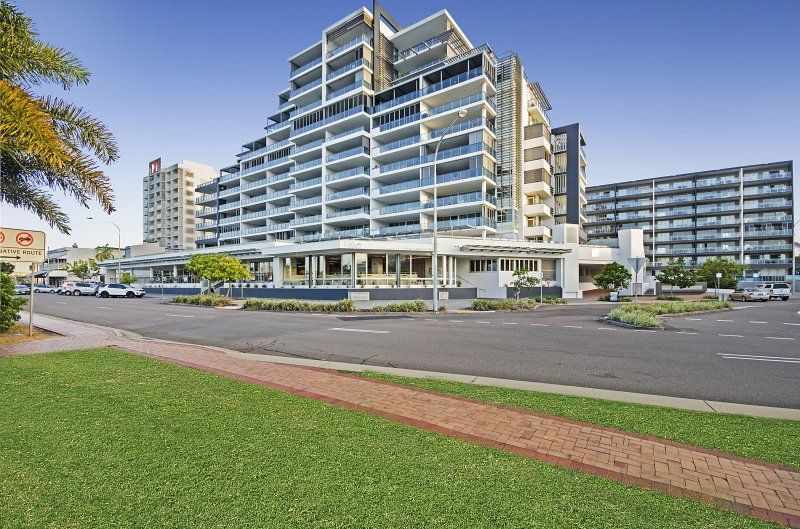 Waterfront restaurant tenancy in family friendly precinct