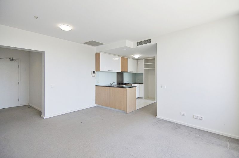 Mode: Perfectly Positioned 2 Bedroom Gem!