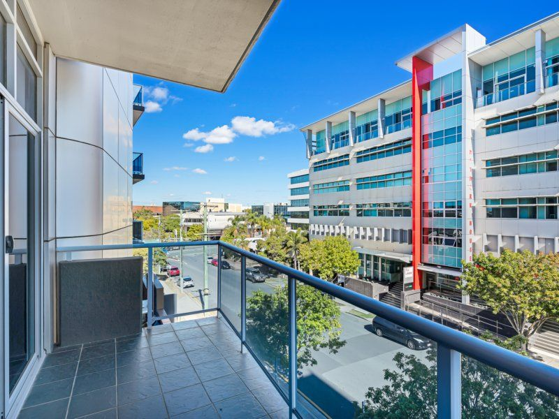 Prime 99sqm Office. 3 Car Spaces. 8sqm Exclusive Balcony For Free! Disabled Access.