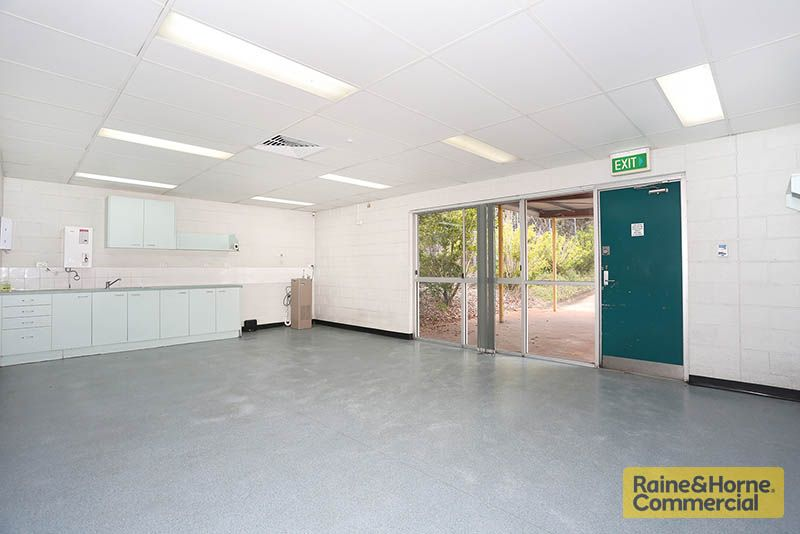GREAT VALUE 826SQM FREESTANDER @ $5,000 NET PER MONTH FOR FIRST SIX MONTHS
