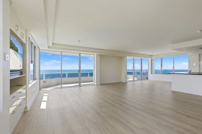 SUB-PENTHOUSE rare full floor apartment including Marina Birth in 'Madison Point'