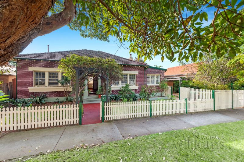 Timeless charm in an idyllic parkside setting