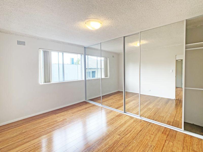 Renovated one bedroom apartment, balcony & L.U.G!