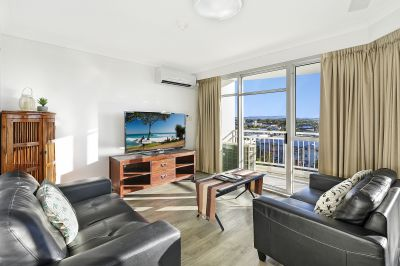 Stunning North/West Facing Apartment With Broadwater Views!