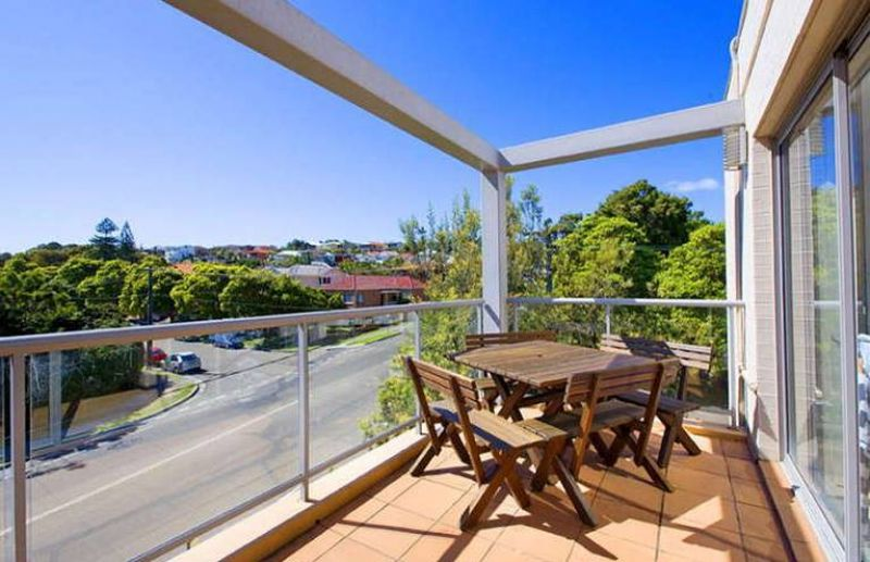 Stunning Two Bedroom Seconds To Beach!