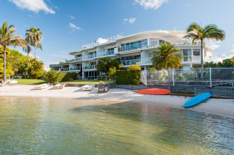 Mooloolaba Deep Water Apartment with Stunning Water views!