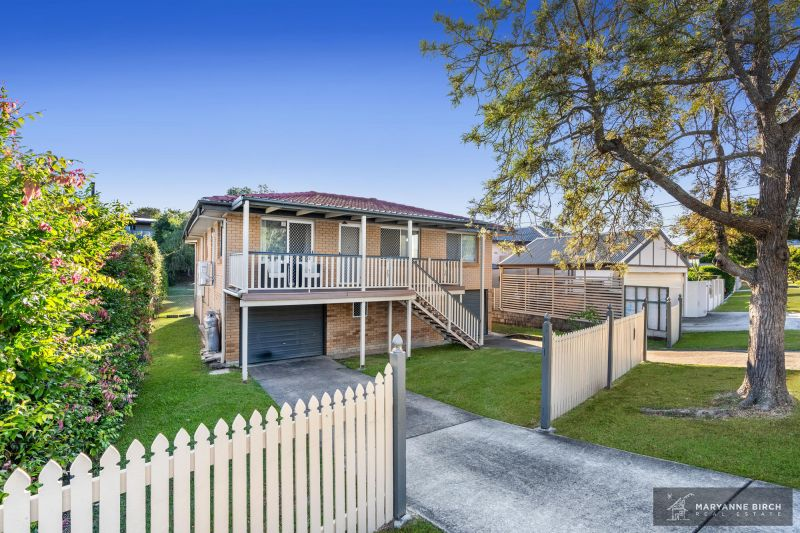 Camp Hill   Brick and Tile Family home on Glorious 855m2! Open home Friday 29 May - 5:00pm to 5:30pm!
