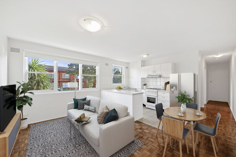 Bright And Newly Renovated Apartment On Prized Top Floor