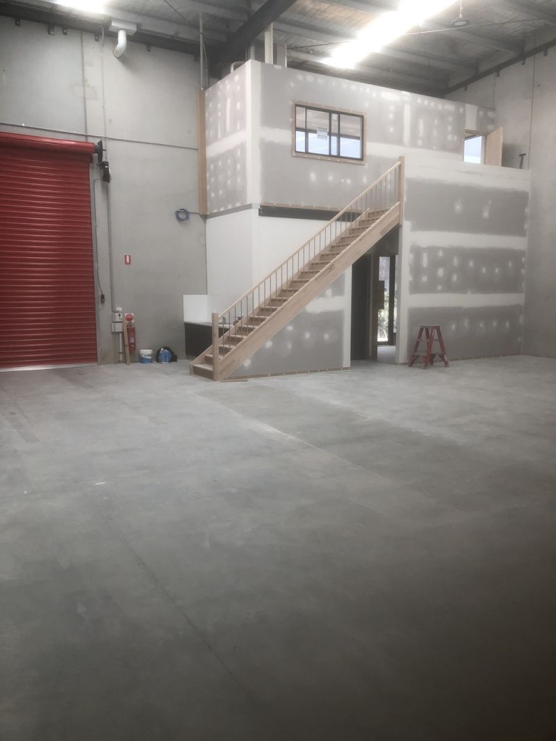 CLAYTON SOUTH'S FINEST WAREHOUSE WITH OFFICE !