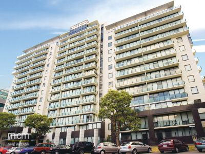 The Capri: 11th Floor - Bright and Spacious Three Bedroom Apartment!