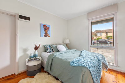 Walking distance to Chadstone Shopping Centre