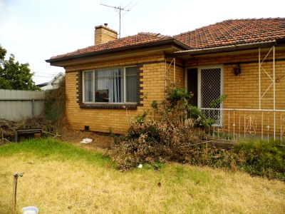 3 Bedroom Family home with large rear yard.