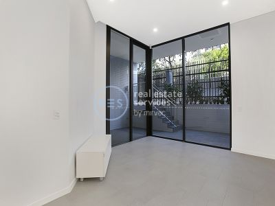 Ground floor, Large 1-Bedroom Apartment with courtyard in Bondi