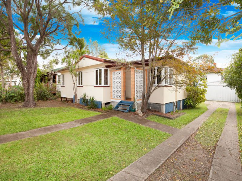 Beautifully Renovated Fully Fence Family Home