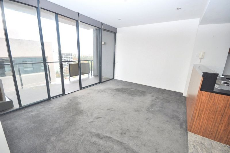 Boulevarde: 14th Floor - Superb Central Location!