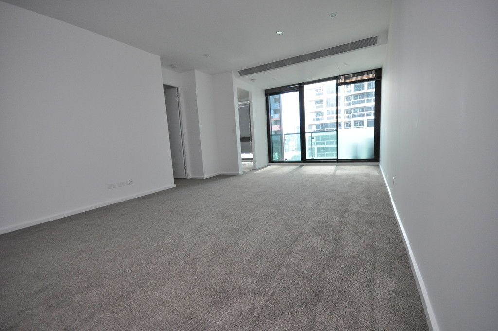 Melbourne One: Spacious Two Bedroom Apartment with Car Space!