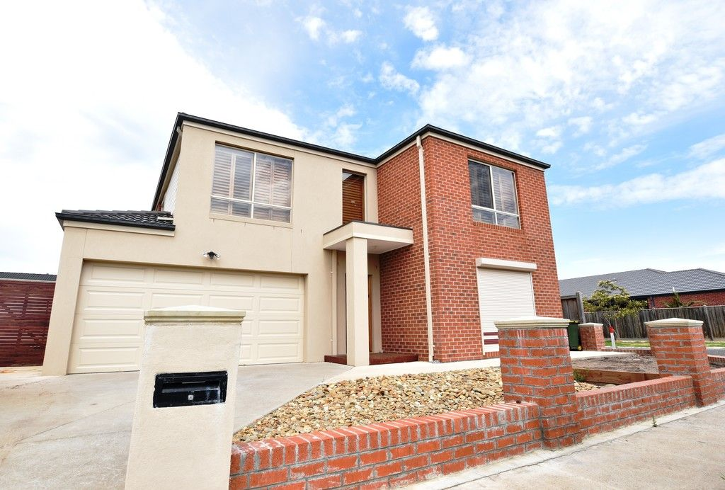 FIRST CLASS TENANT WANTED! Stunning 4 Bedroom House in Point Cook!